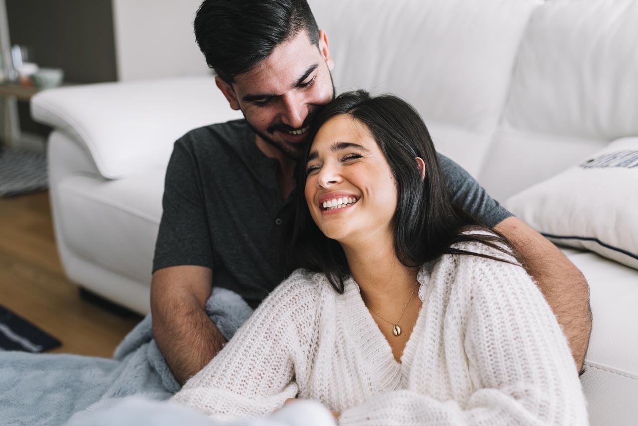 夫妻間常開玩笑更促進感情?研究顯示:婚姻品質與幽默度成正比