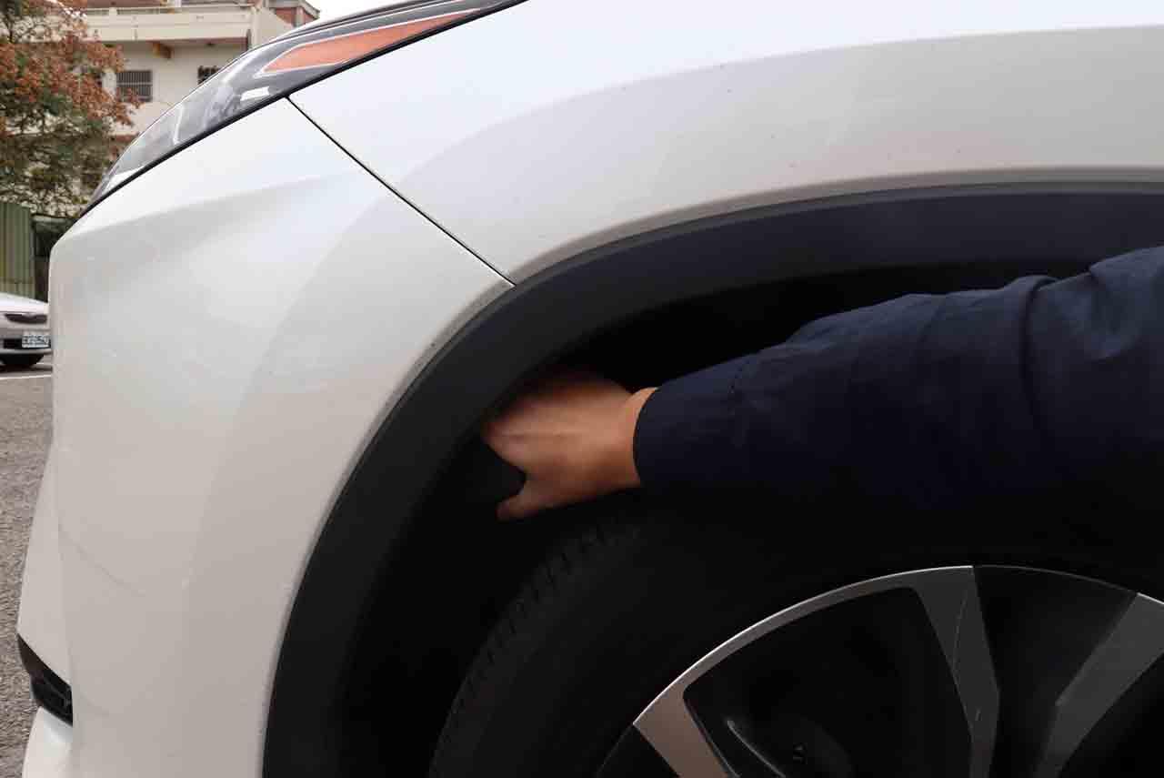 汽車追蹤器經常安裝在輪拱中
