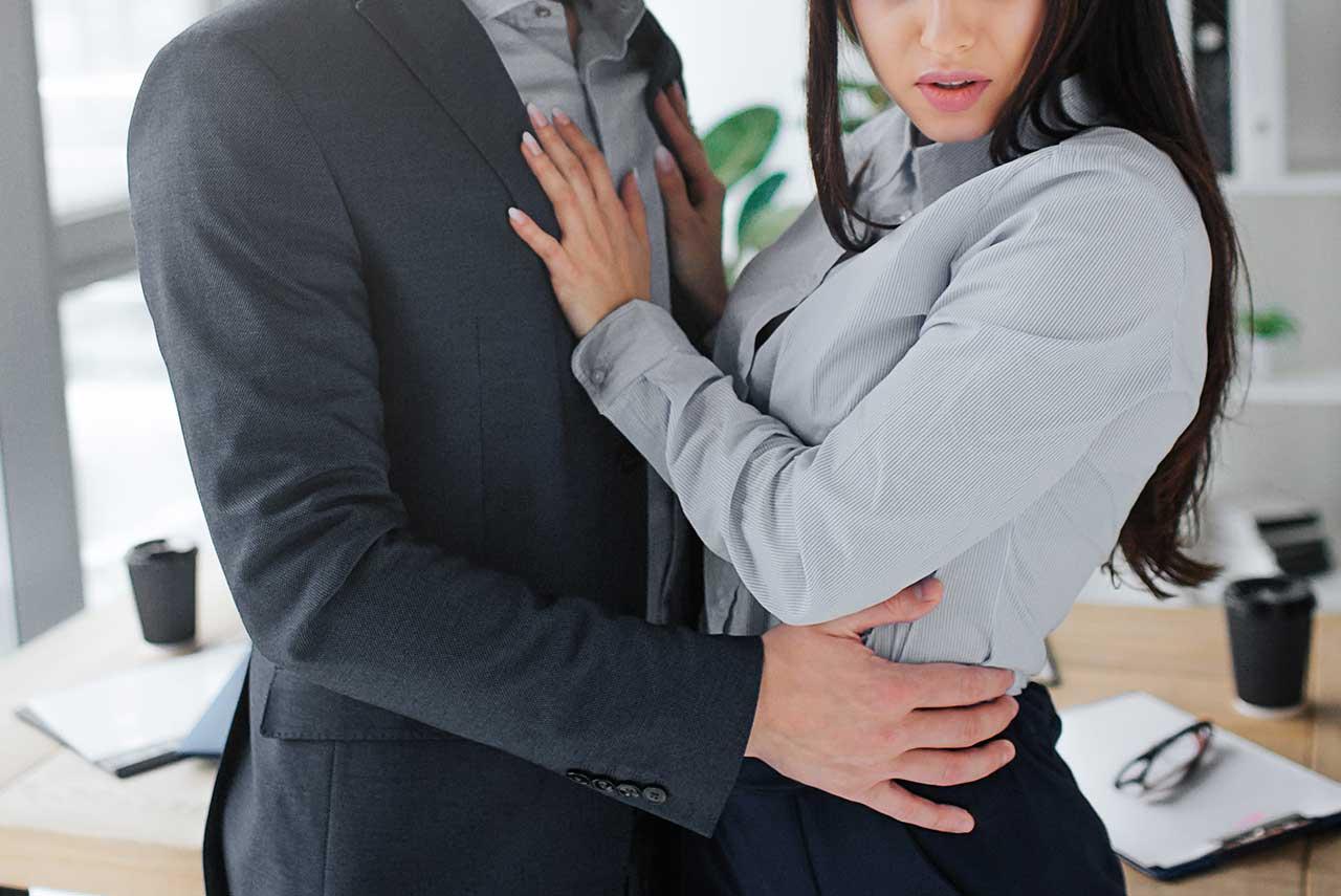 已婚老闆長期騷擾女員工,老闆娘知情後反指控她勾引丈夫