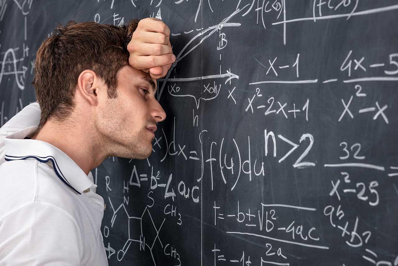 英數學老師與女生在家偷情被其母捉姦在床