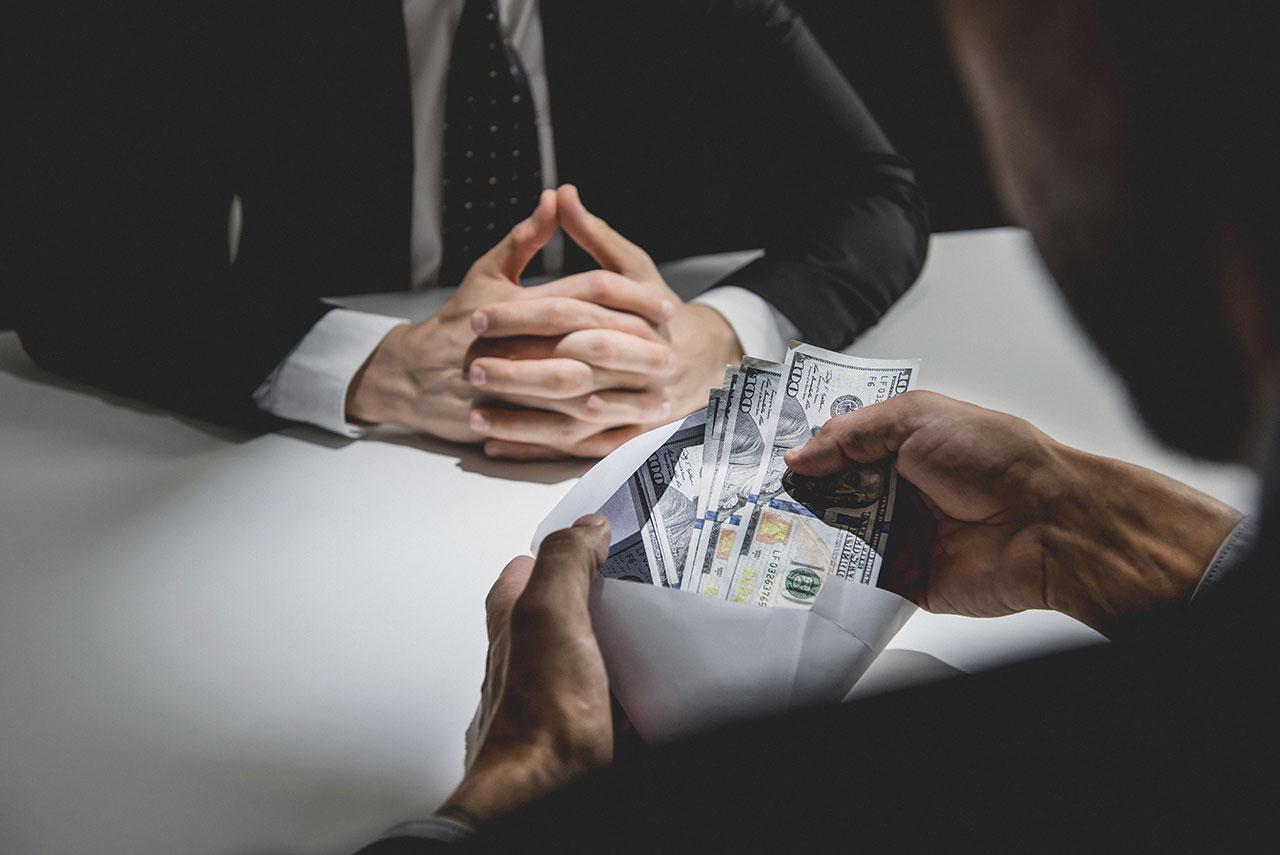徵信業者洩密或兩邊收錢的機率與情形