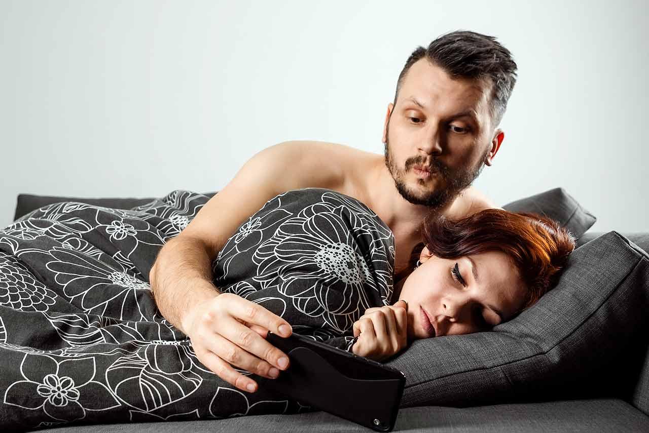 防止妻子外遇如影隨形 多疑丈夫被休